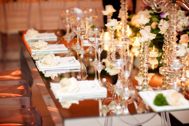 Reception Dcor Photos Reflective Table and White Folded Napkins