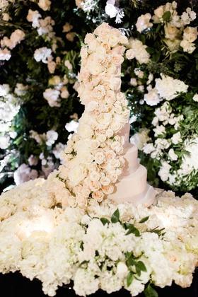 Charlise Castro and Houston Astros mlb player George Springer III wedding cake fresh flowers