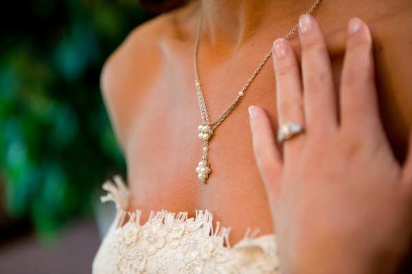 Bride's Y-drop necklace with pearls