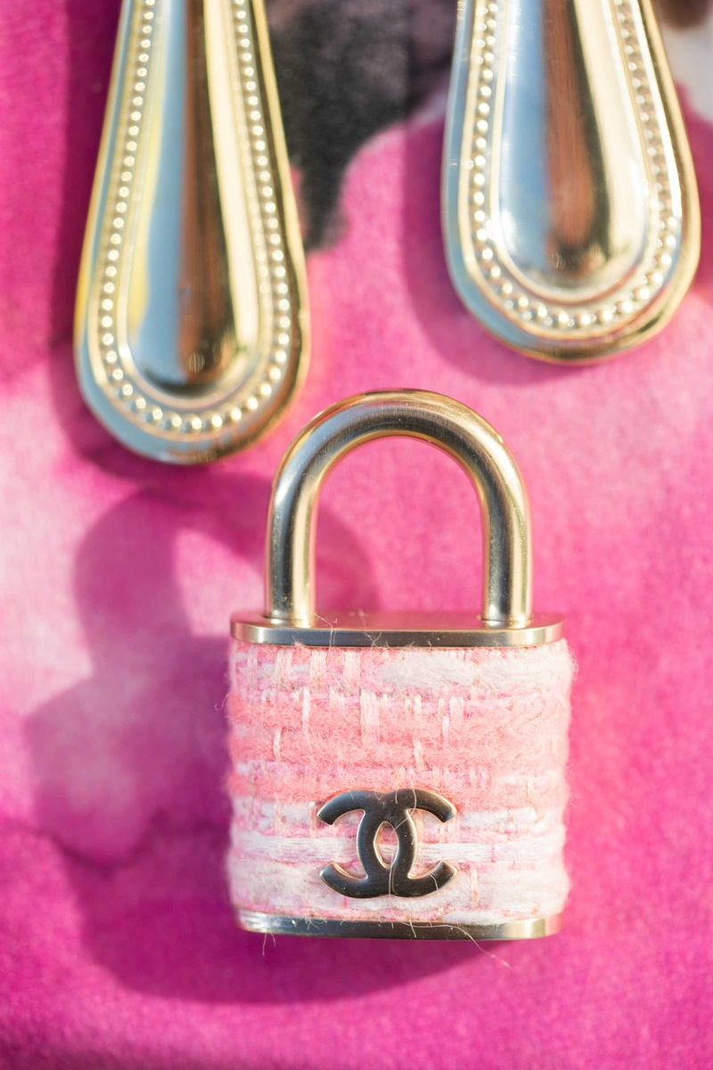 pink chanel lock on pink fuchsia table linen with gold flatware