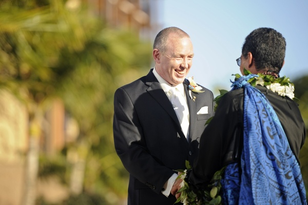 Hawaiian officiant wears traditional garb