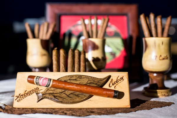 Wedding cigar station Cuban cigars wedding reception ideas