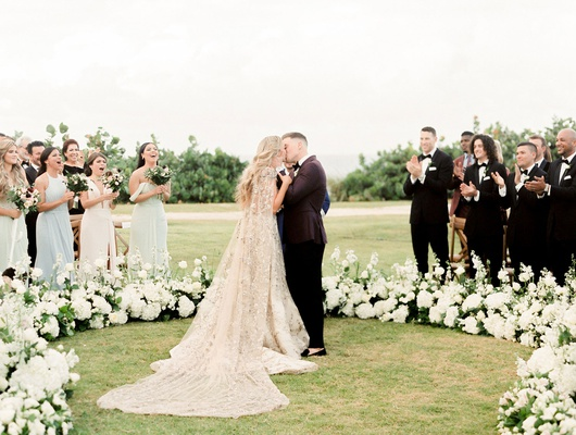 in the round wedding ceremony mariana paola vicente kike hernandez yasiel puig in guest audience