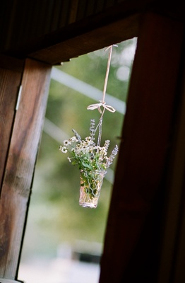 Reception decoration with chicken wire and lavender