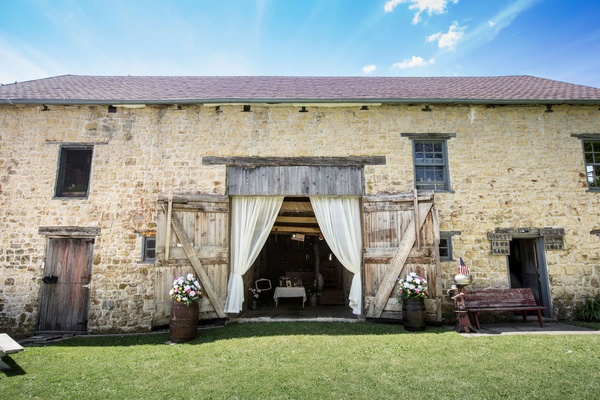 bd3dd6ef1f5592 ... Gehlen Barn wedding venue in Iowa with flowers and drapery ...