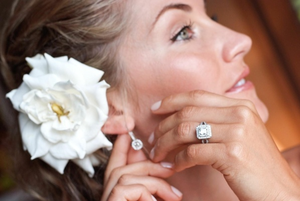 Square-shaped diamond ring and earrings