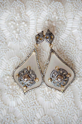Pair of crystal and gold antique-looking earring