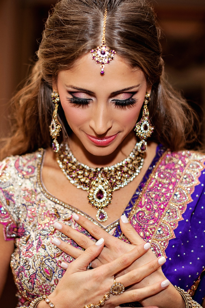 Brazilian bride wearing maang tikka and Indian jewelry
