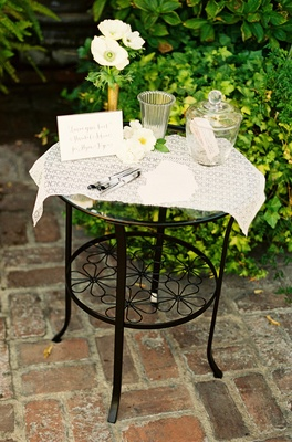 Alfresco marital advice station