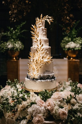 former miss america savvy shields tall wedding cake gold leaf design ombre style fresh flower base