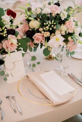 wedding reception mariana paola vicente kike hernandez blush linen gold charger burgundy pink flower