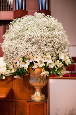 Church wedding decoration white baby's breath and lilies