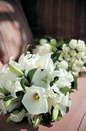 Ivory bridal and bridesmaid bouquet