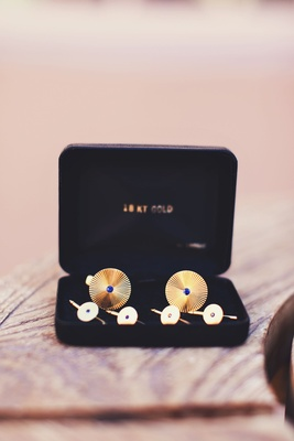 Men's cufflinks with blue sapphires and gold metal