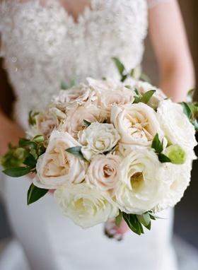 wedding bouquet rose varieties in white pink peach greenery