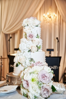 wedding cake with 3D dots, pink rose, white rose, white hydrangea flowers