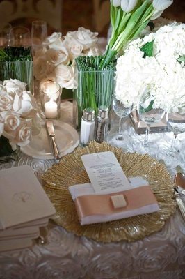 Gold charger plate and ivory floral arrangements
