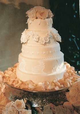 Five layer confection with champagne fondant