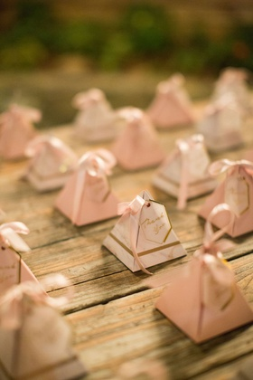 wedding favor ideas pyramid boxes with gold pink decor thank you note ribbon jordan almonds