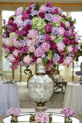 What better way to welcome guests than with simply gorgeous floral?