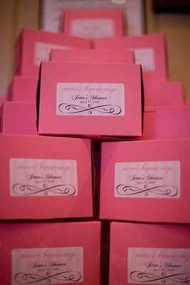 Pink favor boxes with sticker