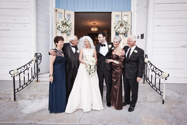 Keri Lynn Pratt and husband with parents at wedding