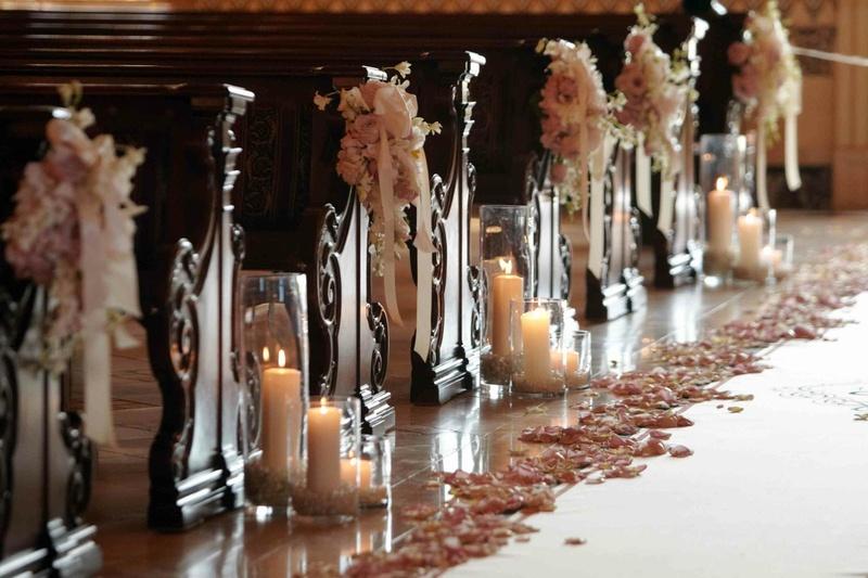 Ceremony Dcor Photos Romantic Pew Decorations Inside Weddings