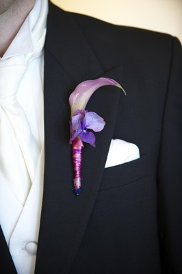 Lavender boutonniere on groom lapel with calla lily