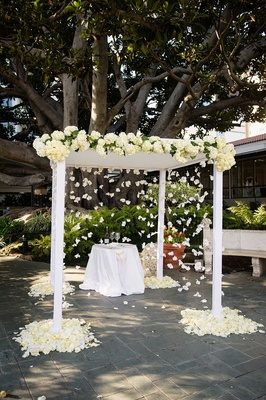 White wedding ceremony under fig tree at fairmont miramar hotel & bungalows in santa monica