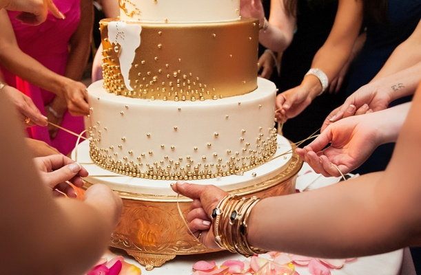 cinta de torta, peruvian cake pull tradition, pull ribbons from wedding cake