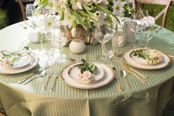 green white gold and pink tablescape alfresco napa valley california inspired charger plates florals