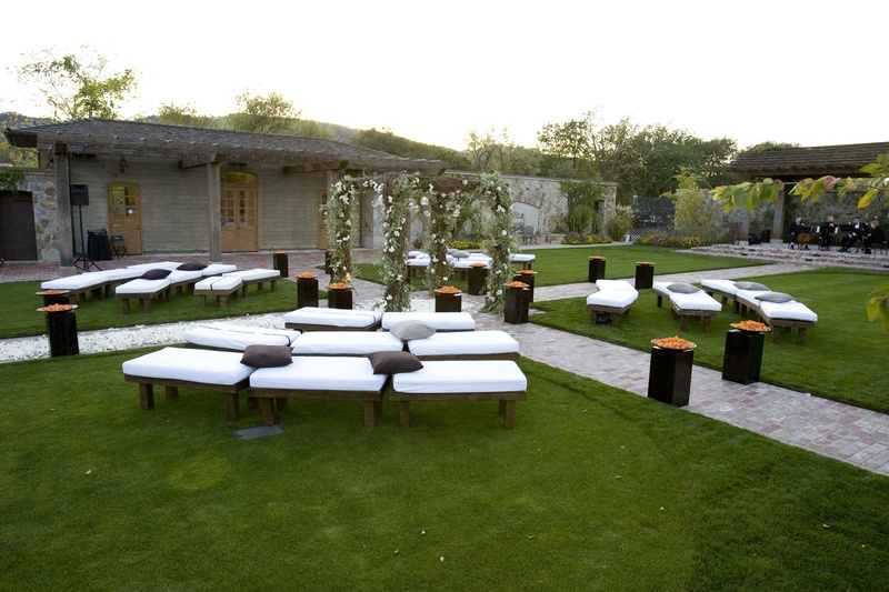 Modern seating arrangement for outdoor ceremony