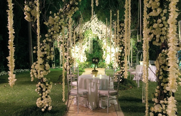 Ethereal spring wedding at the beverly hills hotel inside weddings outdoor cocktail hours with hanging white flower decorations junglespirit