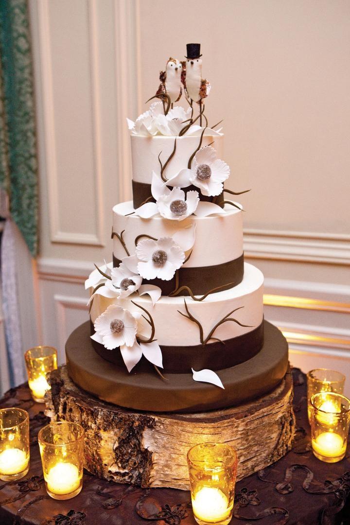 Natural wedding cake with bird cake topper