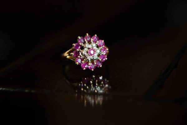 Diamond ring with pink sapphires and gold band