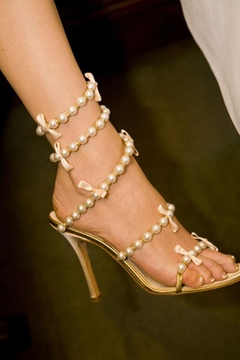 Gucci bridal heels with string of pearls and bows