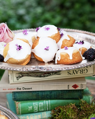 Outdoor wedding reception with teacakes on a stack of books