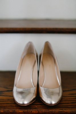 Bride's metallic rounded toe wedding shoes