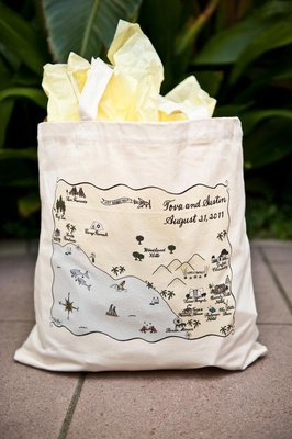 Personalized tote bag with wedding map of California