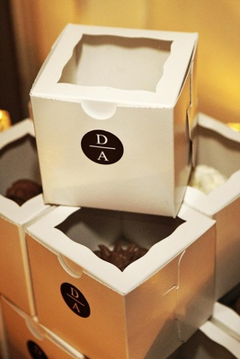 White custom favor boxes with chocolate cupcakes