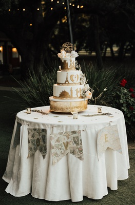 gluten-free wedding cake with gold details of