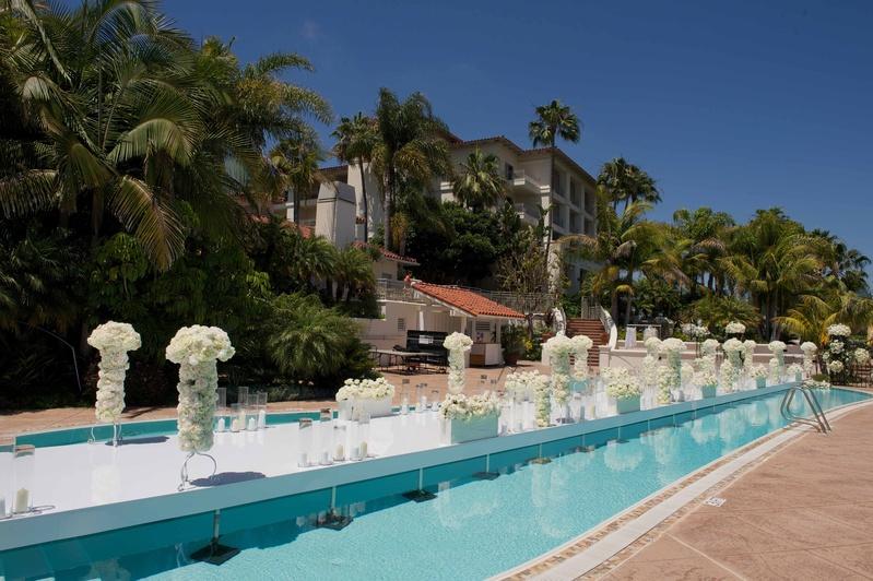 ceremony d cor photos floating poolside aisle inside weddings. Black Bedroom Furniture Sets. Home Design Ideas