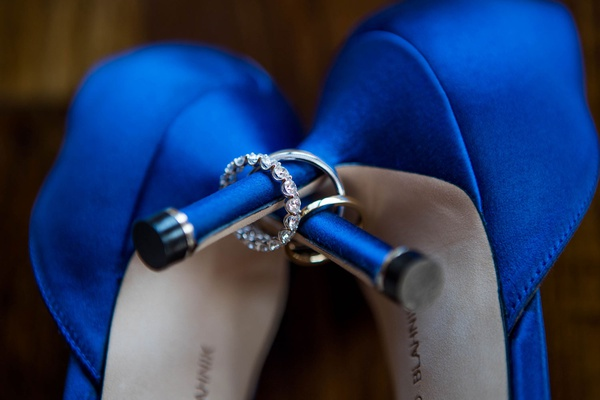 wedding heels manolo blahnik bright blue pumps diamond wedding rings