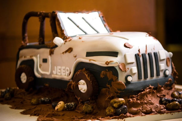 grooms cake in shape of a jeep