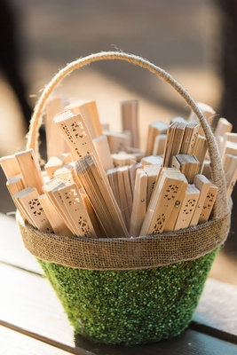 Wedding ceremony wood fans outdoor wedding favors Chinese fans in green and burlap basket