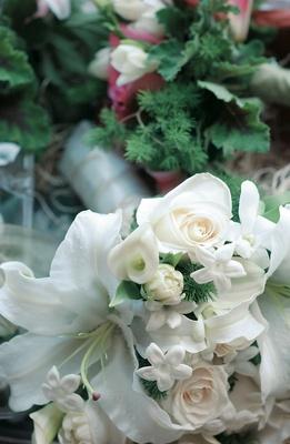 Rose, calla lily, and stephanotis flowers