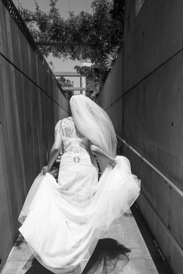 Black and white photo of a bride in a Jenny Packham dress walking to the Cathedral
