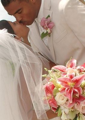 Couple kissing holding pink and green flowers