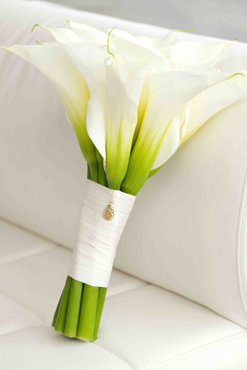 Bouquets photos calla lily bouquet with white wrap inside weddings bridal bouquet of white calla lily flowers and gold pendant izmirmasajfo
