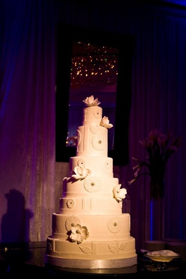 White modern wedding cake with flowers